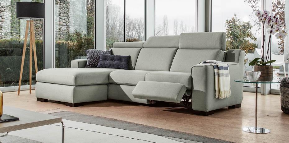 Poltrone e sofa divano angolare free art deco anni club for Poltrone sofa modena